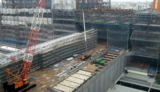 新北ビルと橋上駅舎