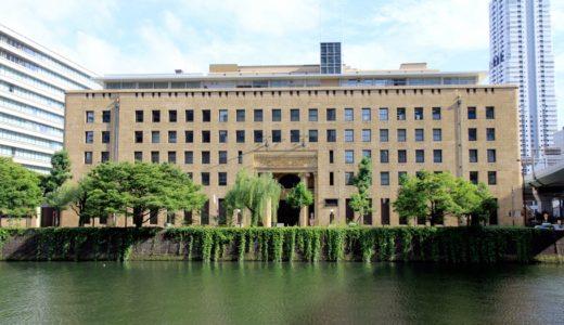特別公開された三井住友銀行大阪本店ビルの1階共用応接ロビーのステンドグラス