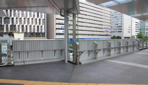 梅田歩道橋とサウスゲートビルを結ぶスカイウォークに謎の仮設部分。東西地下道の改良工事と関連している?