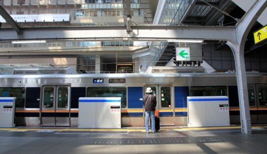 大阪駅の6番のりばに設置されたホームドア・ユニットが設置される。ユニットの輸送はOSAKA POWER LOOPラッピングの103系が担当。