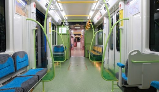 ニュートラムの新型車両「200系電車」はレインボーカラーの7色が設定されたスマイル顔のキュートな車両だった!(内装編)