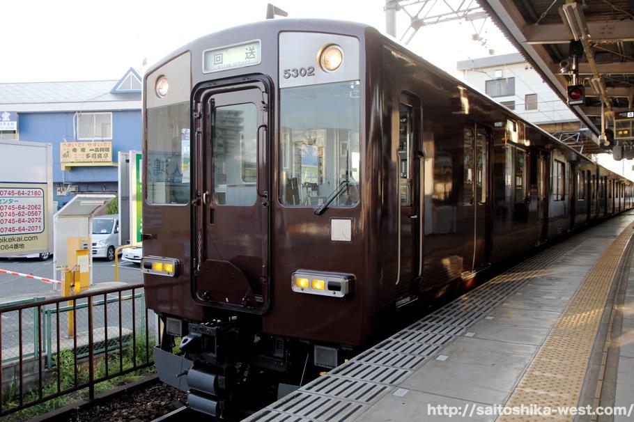 近鉄奈良線100周年記念デボ1形塗装色車両(ヒストリートレン)が ...