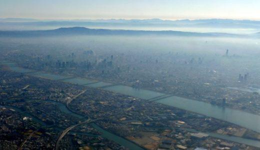 伊丹空港から離陸した飛行機から見た大阪都心