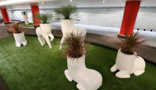 西梅田の地下街に「ヤバイ感じ」のオブジェが登場!これは馬なのか、犬なのか、それとも・・・?