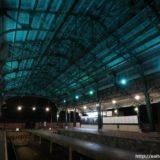 ライトアップされた八瀬比叡山口駅の大屋根が幻想的