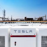 近鉄が東花園変電所にテスラ製蓄電装置「Powerpack」を42台設置!仮想発電所(VPP)構築に参画