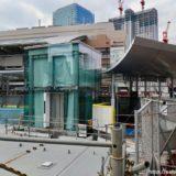 梅田新歩道橋とサウスゲートビルを結ぶ「スカイウォーク」のエレベーター設置工事の状況 19.03