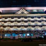 ライトアップされた「ホテルロイヤルクラシック大阪・難波」が美しい!