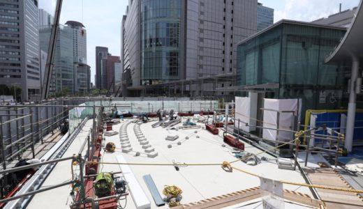 梅田新歩道橋とサウスゲートビルを結ぶ「スカイウォーク」のエレベーター設置工事の状況 19.06
