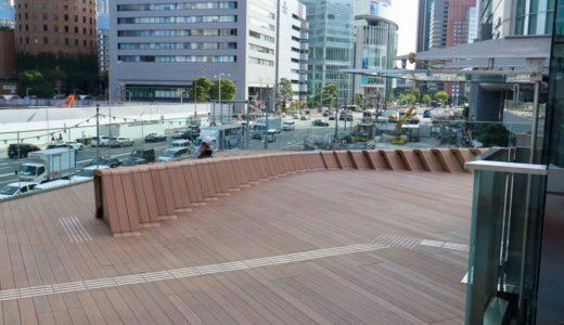 梅田新歩道橋とサウスゲートビルを結ぶ「スカイウォーク」のエレベーター設置工事の状況 19.08