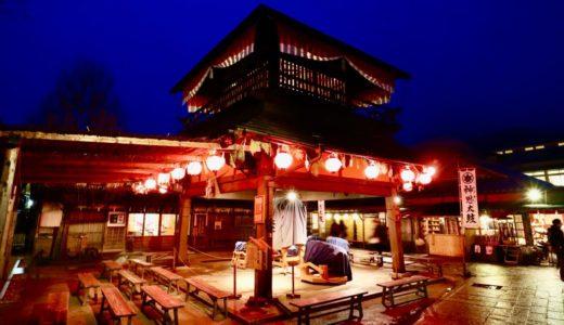 夜の「おかげ横町」は幻想的な雰囲気で一見の価値あり!