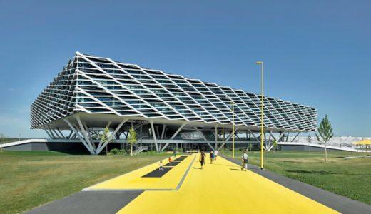 新社屋「アディダスアリーナ」(Adidas World of Sports Arena) フットウア Alphaedge 4Dを連想させるデザイン