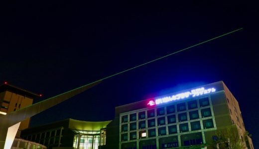 北極星を指して光るレーザー光線!けいはんな日時計のレーザーが復活していた