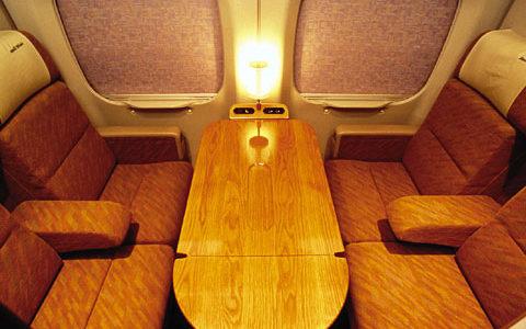 ひかりレールスターの個室に片道300円で乗れる!「博多南線」の一部列車の個室を自由席として利用可能に