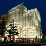 ルイ・ヴィトン メゾン 大阪御堂筋のライトアップは、やさしい光に包まれた「光の船」