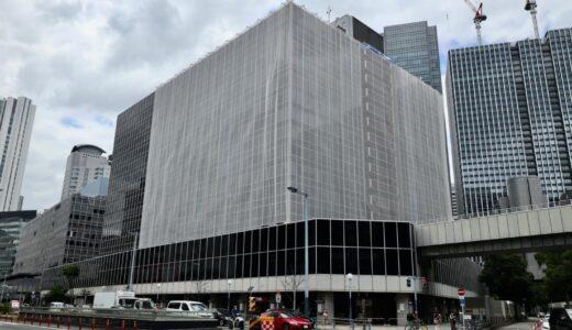 大阪駅前第2ビルの外壁が養生ネットで覆われ始める。リニューアル工事が行われている?